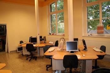 Ebenso der zweite Computerraum, der heute in der alten Schule im Obergeschoss angelegt wurde