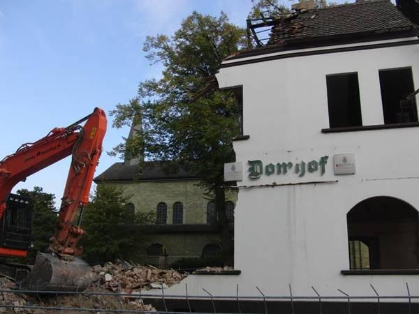 Der Abriss des Domhofs erlaubt ab sofort Blick auf die Kirche