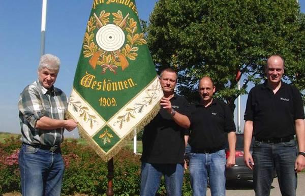 Historische Fahne der Schützen kehrt nach Restaurierung zurück nach Westönnen