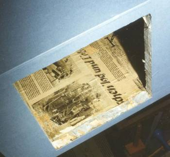 Eine Zeitungsseite mit Propagandaberichten.