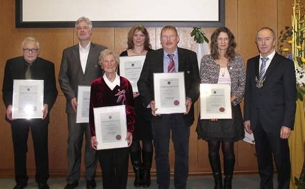 Mit Klaus Glade und Hubert Weber erhalten auch zwei Westönner die Ehrennadel der Stadt Werl