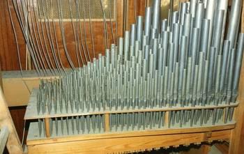 Orgelpfeifen im Inneren der Westönner Orgel- aufgenommen bei der Renovierung 1994