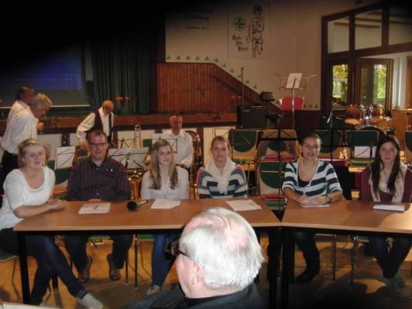 Gemeinderatssitzungen von 1848 werden von jugendlichen Westönnern auf dem Sebastianusnachmittag präsentiert.